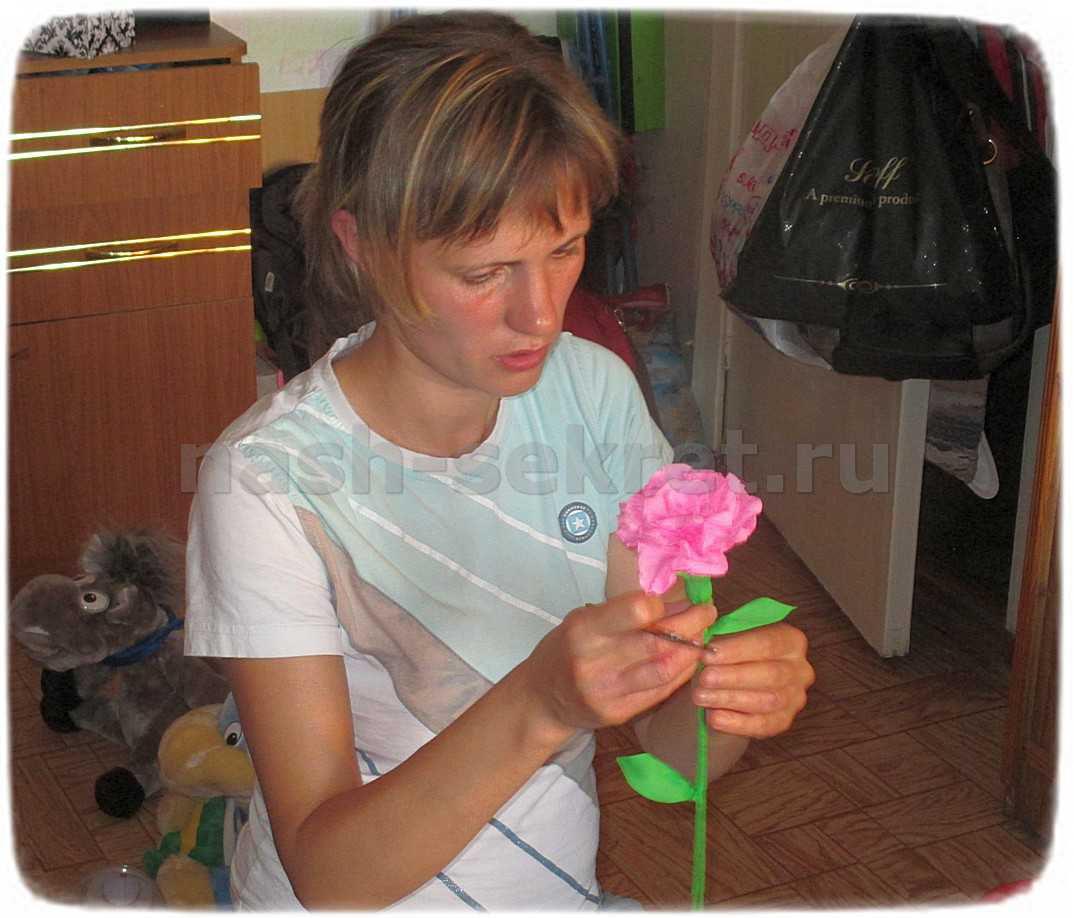 цветочек из креповой бумаги