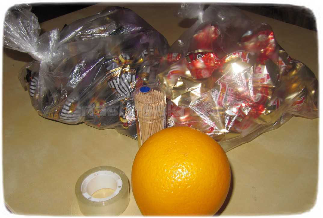 Как сделать мяч из конфет фото 979