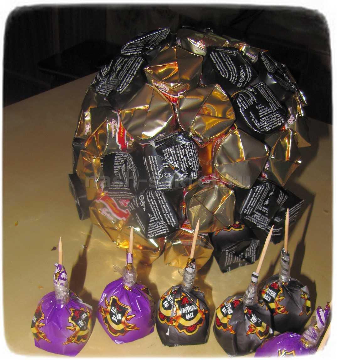 мяч из конфет пошагово