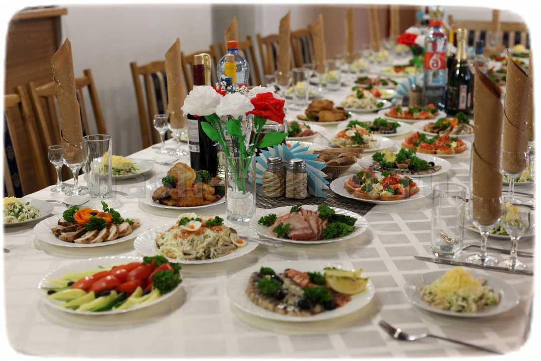 праздничное украшение стола своими руками