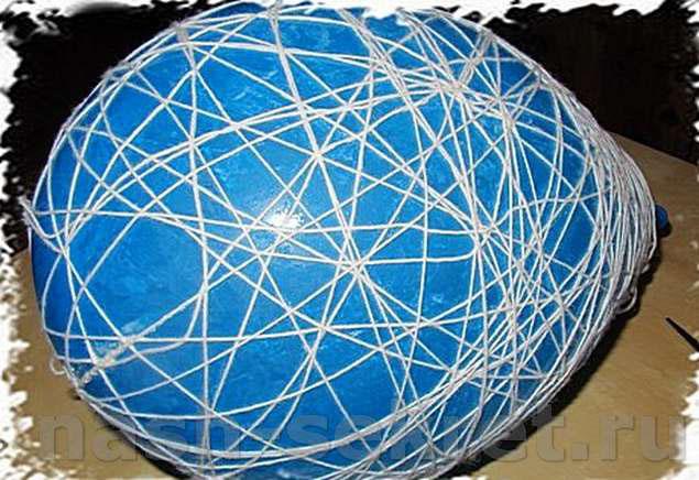 обматываем шар ниткой
