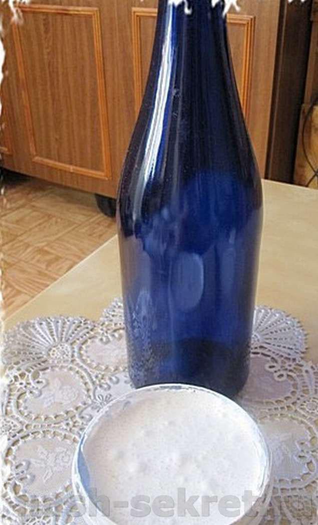 Синяя бутылка из-под вина