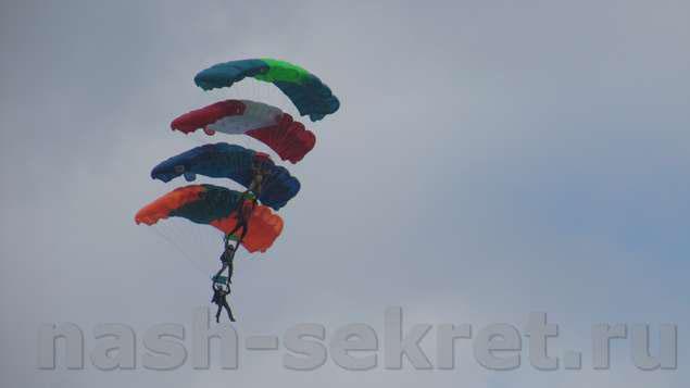 этажерка из 4 парашютов