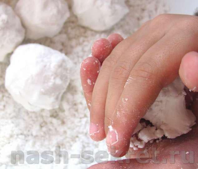снег из соды и пены для бритья