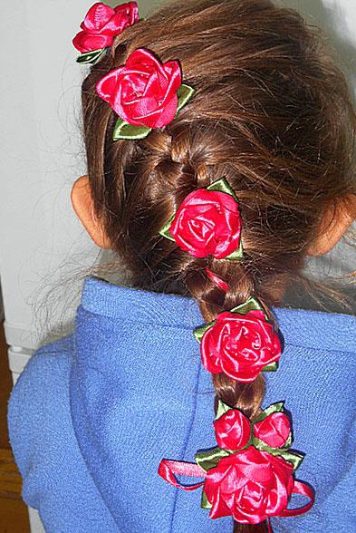 в косе цветы