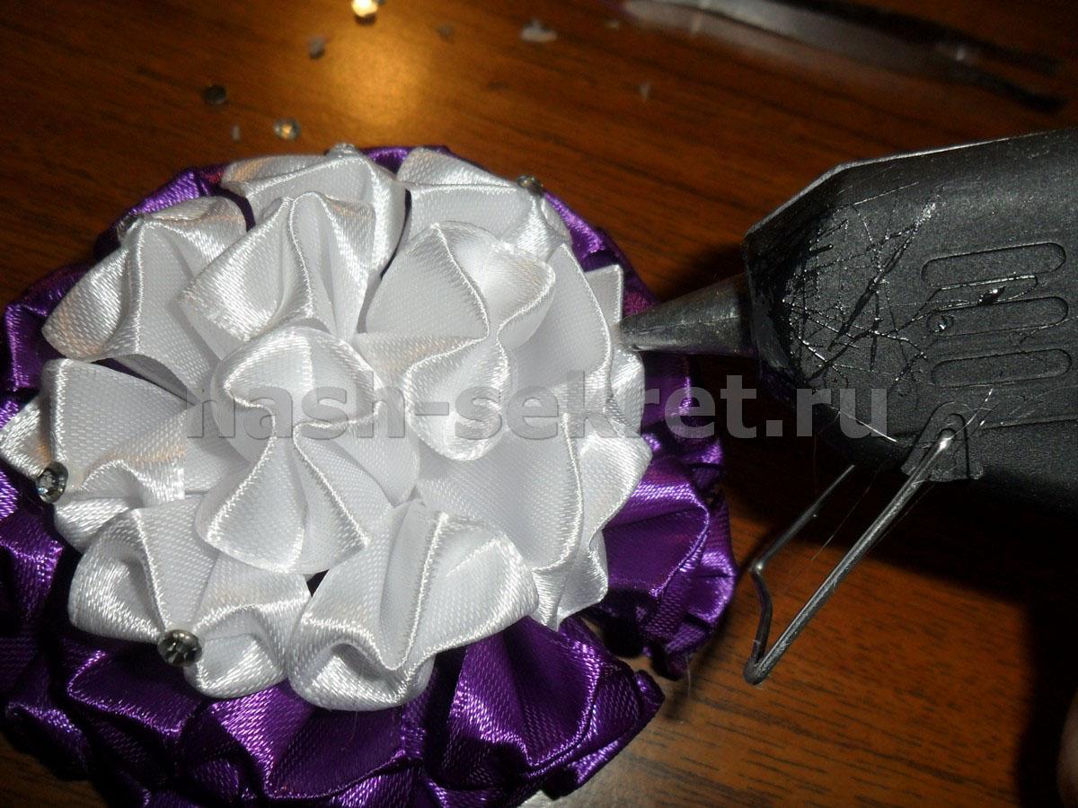 Резинки зефирки из атласных лент своими руками 10