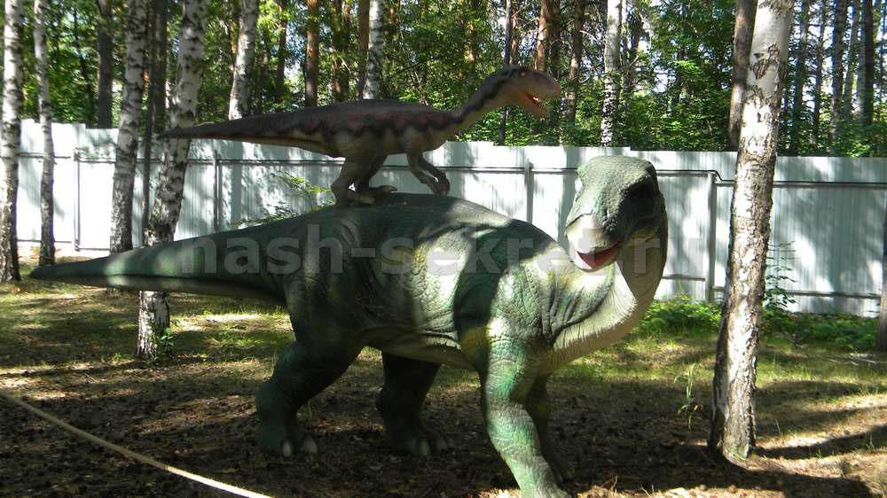 Iguanodon и велоцираптор