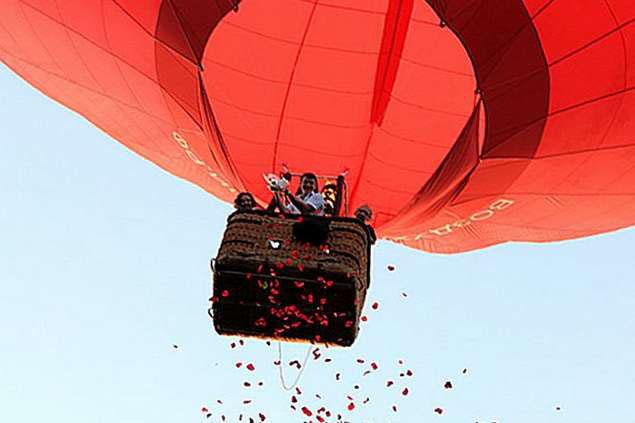 полет на воздушном шаре для новобрачных