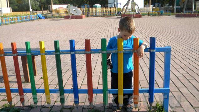красочный забор