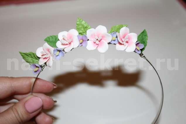 Закрепите все цветы и листочки