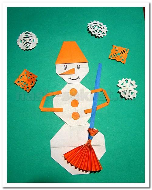 Аппликация снеговика из цветной бумаги