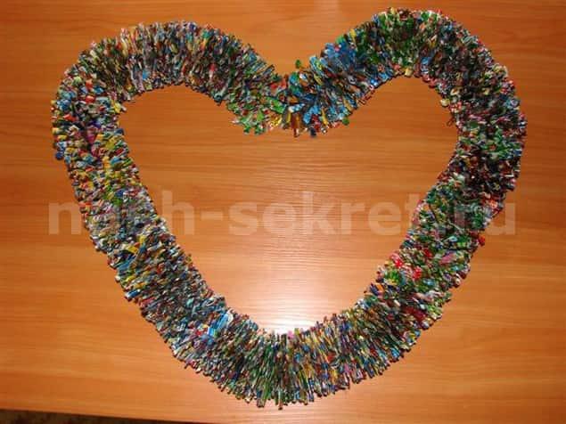 Гирлянда из конфетных фантиков